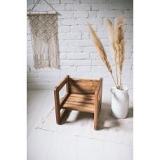 Malčko stolček iz masivnega orehovega lesa