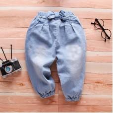 Otroške hlače iz jeansa z mašnico (3 leta)